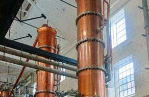 Destilační kotle v palírně Laverstoke